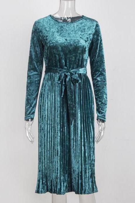 Green O-Neck Velvet Midi Dress Featuring Pleated Skirt and Long Sleeves